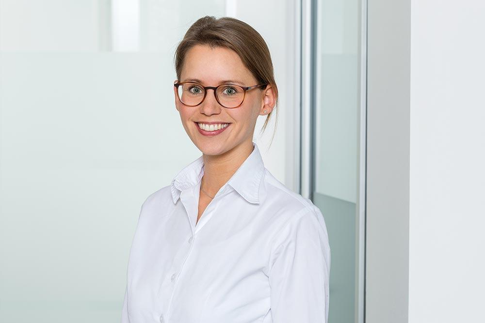 Frau Dr. Schmidt-Hengst