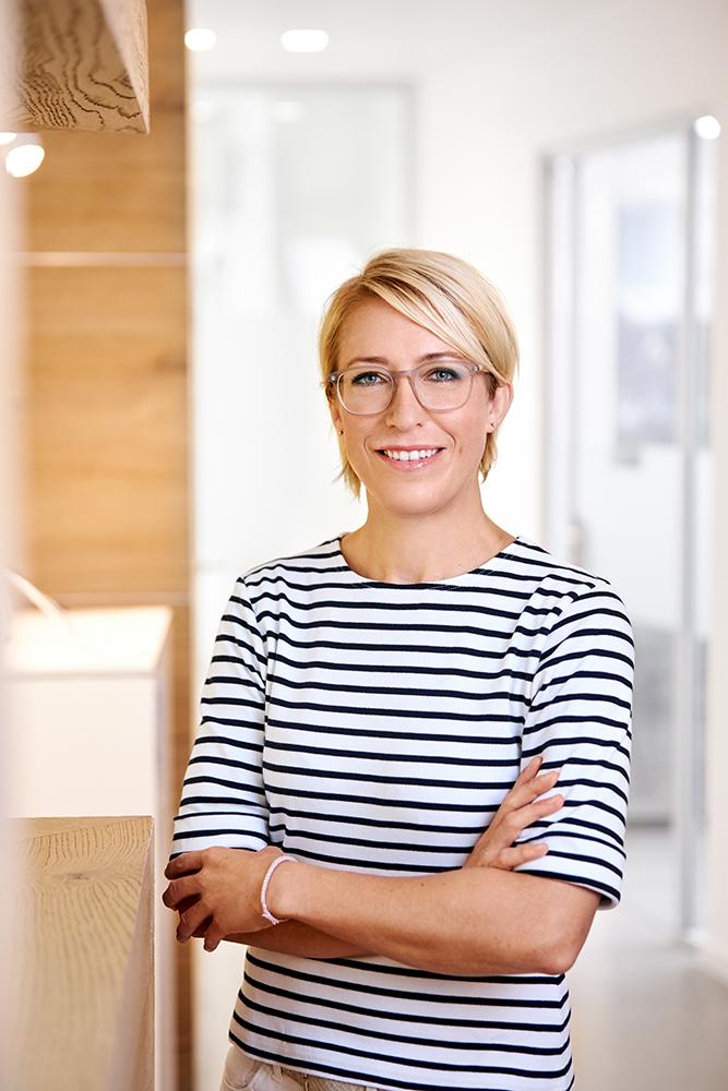 Fachzahnärztin Dr. Julia Neuschulz